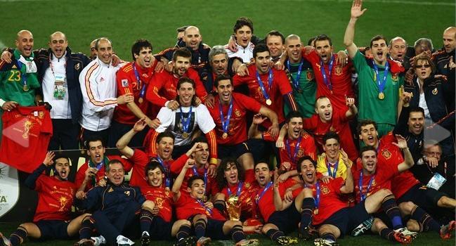 تحميل حفل تتويج منتخب اسبانيا بكاس العالم و فرحة لاعبى اسبانيا Untitl17
