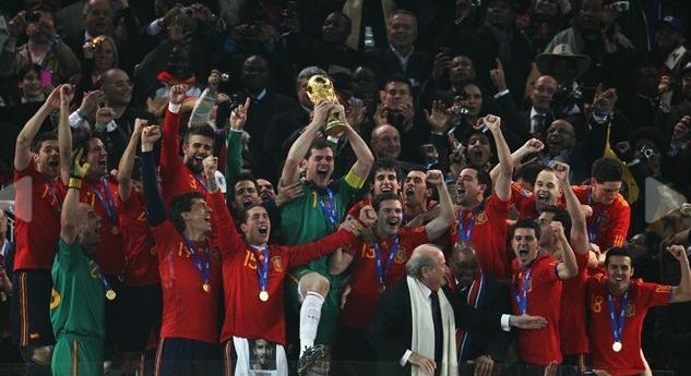 تحميل حفل تتويج منتخب اسبانيا بكاس العالم و فرحة لاعبى اسبانيا Untitl18