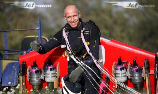 JetMan Yves Rossy Cruzando el Canal de la Mancha Yves-r11