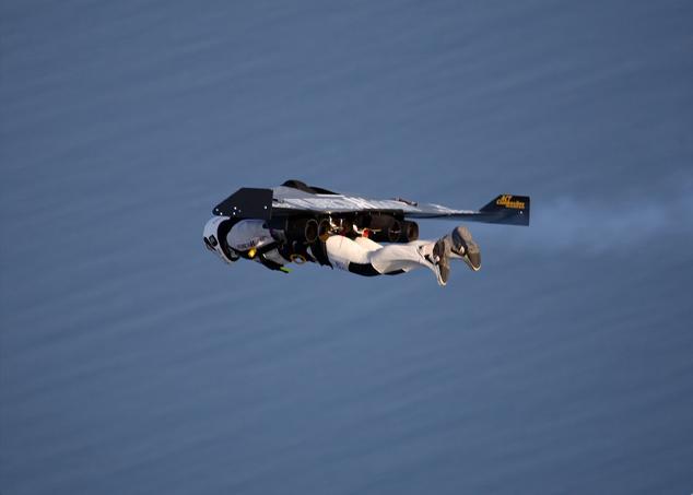 JetMan Yves Rossy Cruzando el Canal de la Mancha Yves-r16
