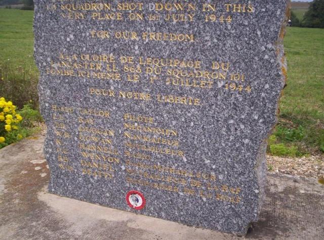 Hommage à l'équipage du Lancaster 863 100_1571