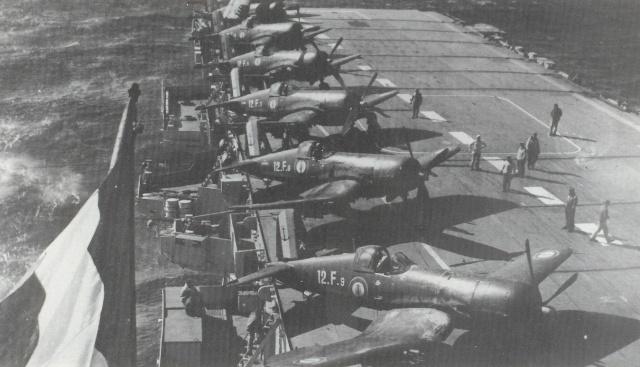 [Les anciens avions de l'aéro] F4 U7 Corsair Corsai11