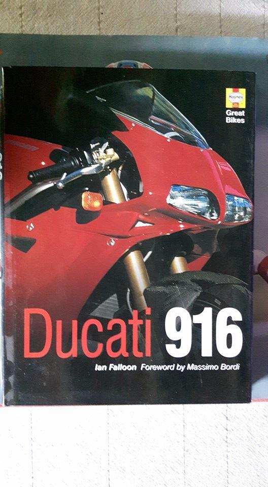 Vends deux livres de Ian Falloon sur la 916 et sur les Ducati de course. 91611