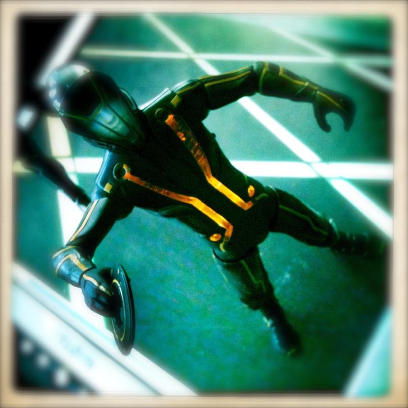 1/6 HOT TOYS-TRON LEGACY SAM FLYNN W LIGHT CYCLE Img_1410