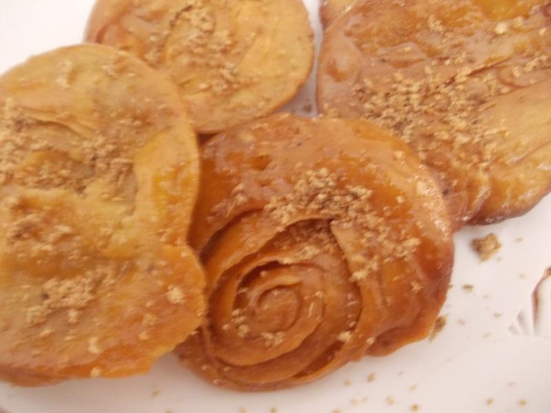 Rghayef aux amandes et graines de sésame au miel  sous forme de rose! Dscn4014