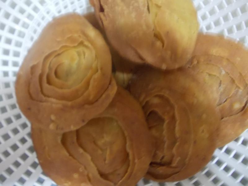 Rghayef aux amandes et graines de sésame au miel  sous forme de rose! Dscn4017