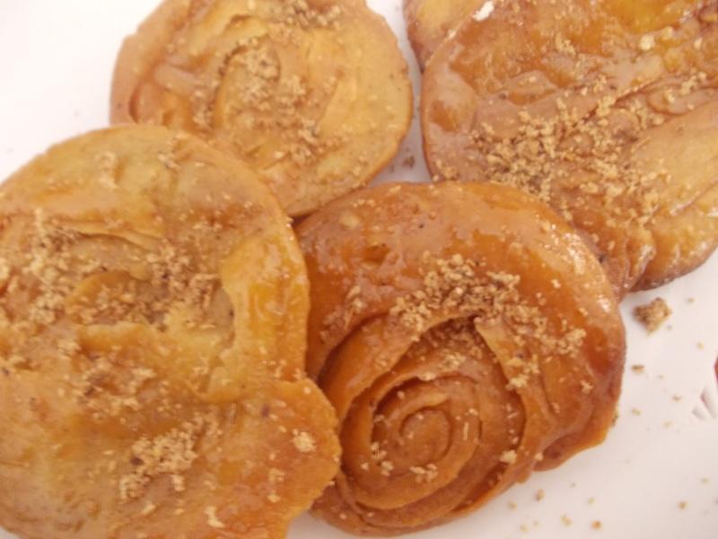 Rghayef aux amandes et graines de sésame au miel  sous forme de rose! Dscn4018