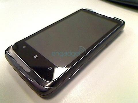 [BREVE] HTC T8788 : Un nouveau Windows Phone assez particulier Htc-t812