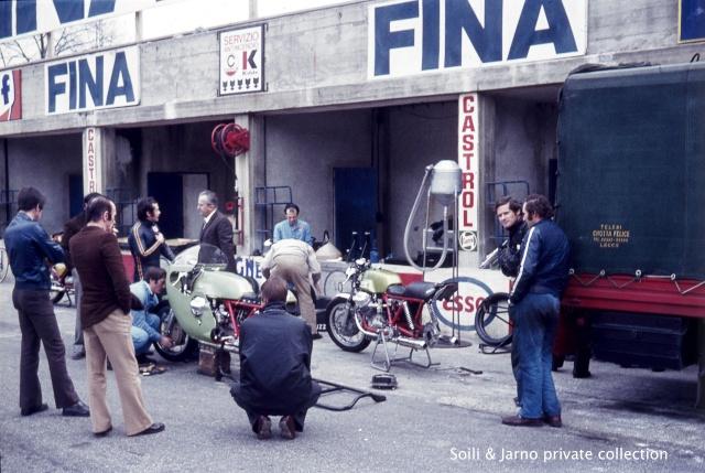 Photos inédites de la période Jarno Saarinen sur Benelli Dia_0022