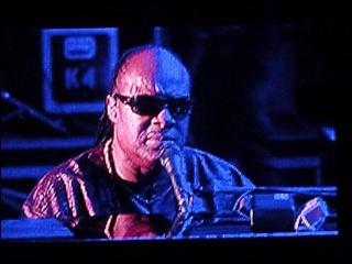 Justin Nozuka fait la première partie de Stevie Wonder ! 4-07-115