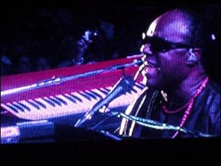 Justin Nozuka fait la première partie de Stevie Wonder ! 4-07-116