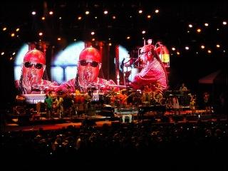 Justin Nozuka fait la première partie de Stevie Wonder ! 4-07-117