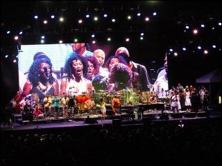 Justin Nozuka fait la première partie de Stevie Wonder ! 4-07-118