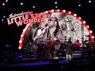 Justin Nozuka fait la première partie de Stevie Wonder ! 4-07-119