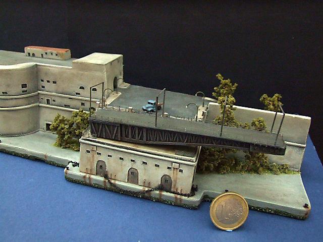 Regia Marina Italian Heavy Cruiser 'Pola' - Page 4 Dscf3810