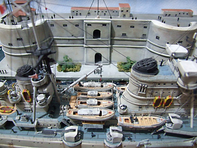 Regia Marina Italian Heavy Cruiser 'Pola' - Page 5 Dscf4026
