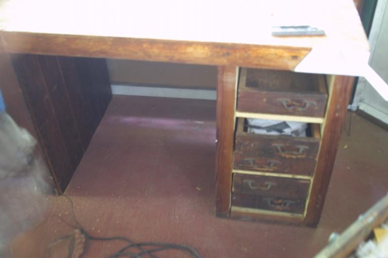 Mon établi à partir d'un vieux bureau américain Img_1125