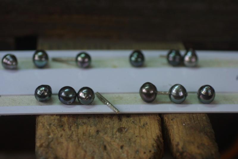 L'enfilage de perles, des nœuds surtout dans ma tête Img_3413