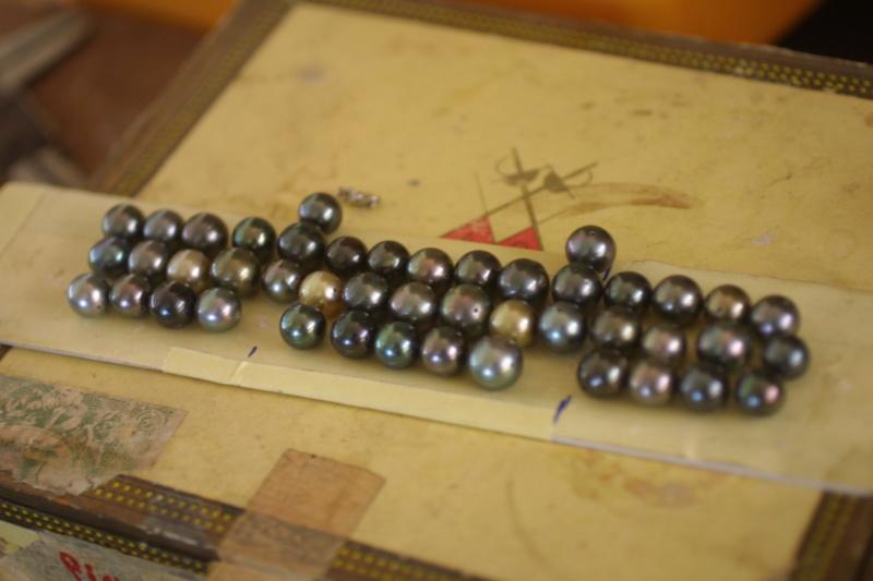 L'enfilage de perles, des nœuds surtout dans ma tête Img_5210