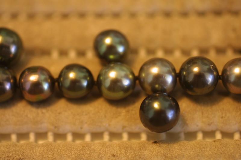 L'enfilage de perles, des nœuds surtout dans ma tête Img_5411