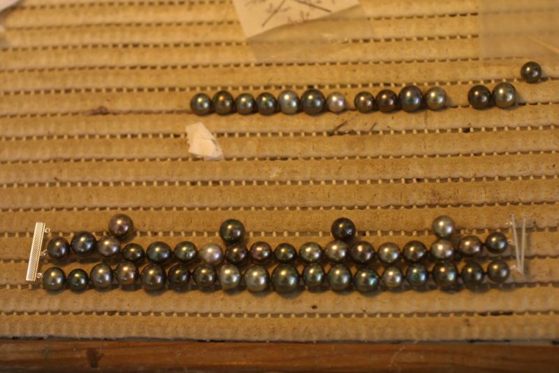 L'enfilage de perles, des nœuds surtout dans ma tête Img_5412