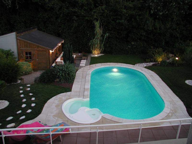 Evolution du jardin quelques années après la construction de la piscine - Page 3 0110
