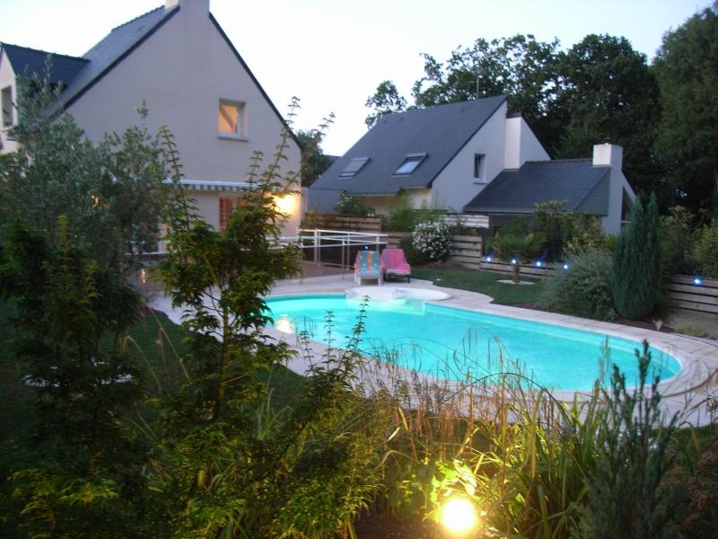 Evolution du jardin quelques années après la construction de la piscine - Page 3 0510