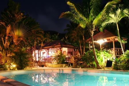 Aménagement et éclairage autour de la piscine Piscin10