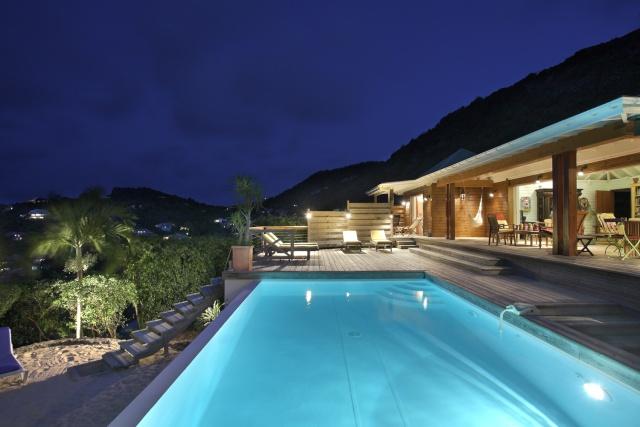 Aménagement et éclairage autour de la piscine Piscin12