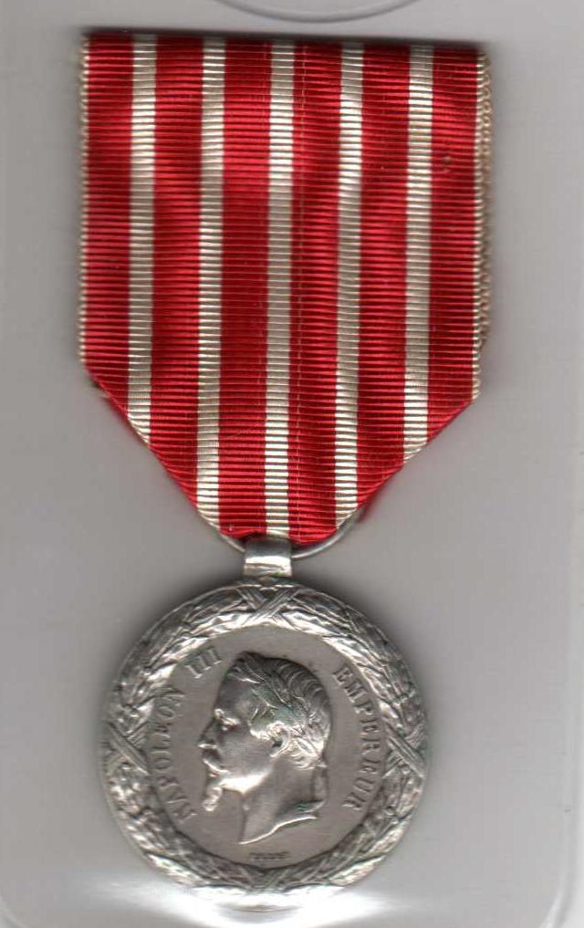 Médaille commémorant la campagne d'Italie de Napoléon III Sans_t10