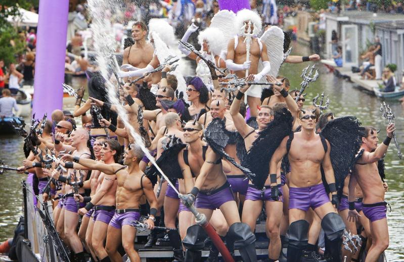 HOMOSEKSUALIZAM I PEDOFILIJA Gay20p10