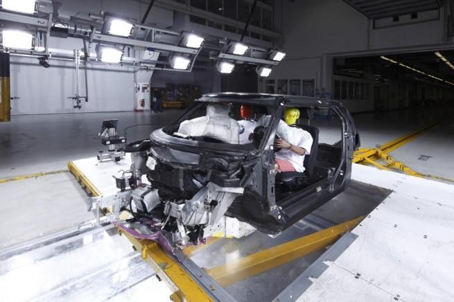 BMW a prezentat propriul MCV – masina viitorului construita din carbon ce va fi pe piata in 2013  Bmw-mc11