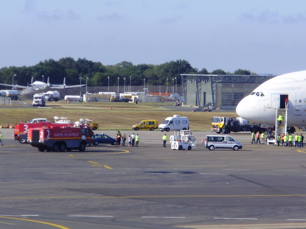 [29/08/2010] Visite de l'Airbus A380 à Nantes-Atlantique ! Cavale10
