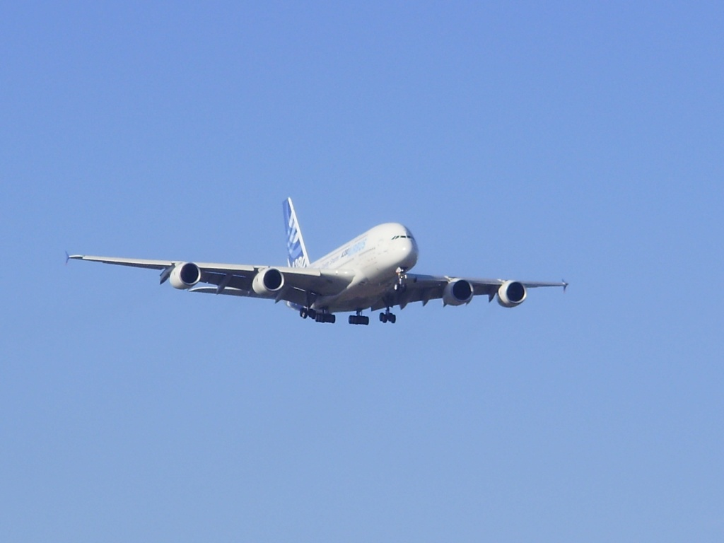 [29/08/2010] Visite de l'Airbus A380 à Nantes-Atlantique ! La210