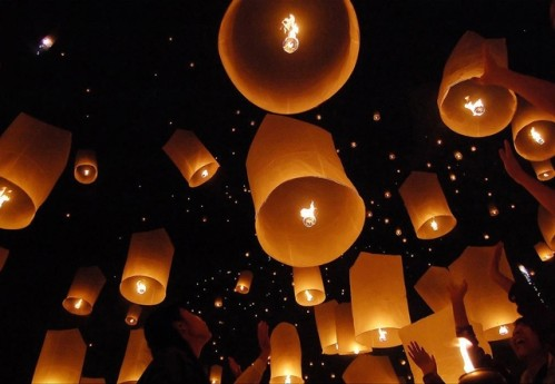 2011: le 01/01 à Entre 1h00 et 2h00 - Boules lumineuses oranges - Le Tampon - La Réunion (974) Les-la10