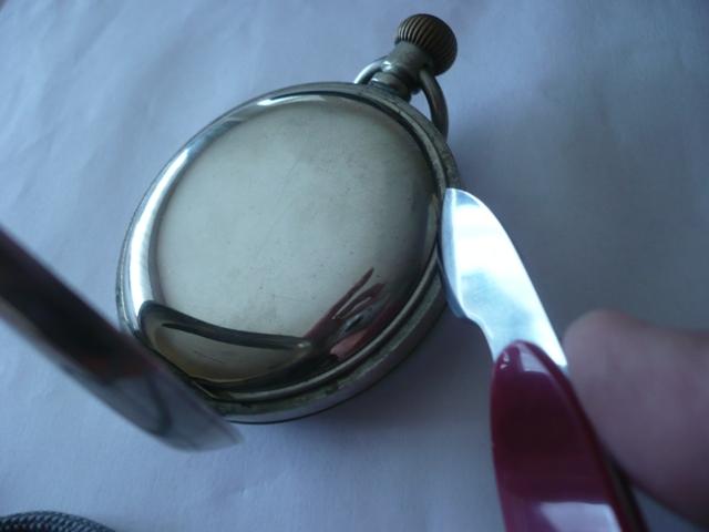 Comment ouvrir un boite de montre en or LIP? P1040611