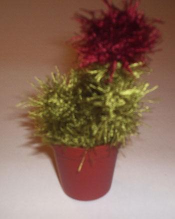 Вязаные цветы в горшочках 00310