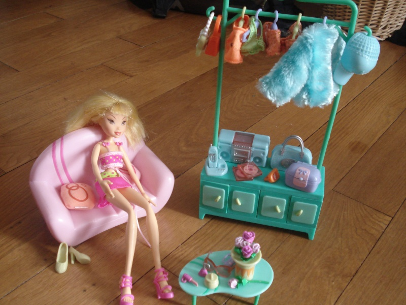 Mes barbies : fashion fever et winx + maison Dsc03219