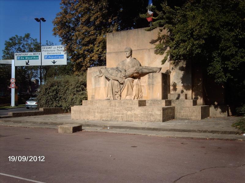 [Histoires et Histoire] Monuments aux morts originaux Français Tome 1 - Page 5 Imag0410