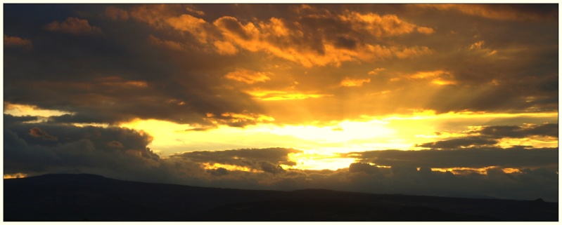 Coucher de soleil (sur la lointaine chaine des puys) P7296710