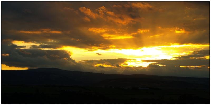 Coucher de soleil (sur la lointaine chaine des puys) P7296713