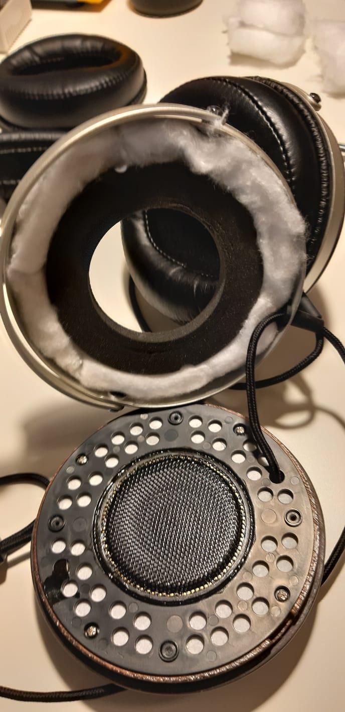 Cosa ne pensate di effettuare modifiche acustiche migliorative alle cuffie ? Whats103