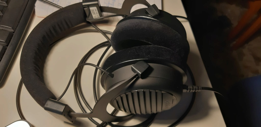 Beyerdynamic DT990 Black Special Edition Whats164