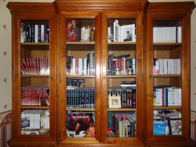 Photos - Et si on se montrait nos bibliothèques ? - Page 2 Dsc01010