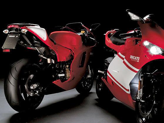 [Revons un peu] Si vous étiez riches, en plus de votre Z, quel 2 ème moto ? - Page 3 Ducati10