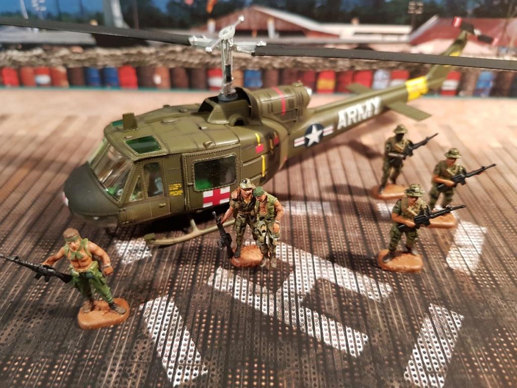 Italeri UH-1 B & D Vietnam 1/72 212