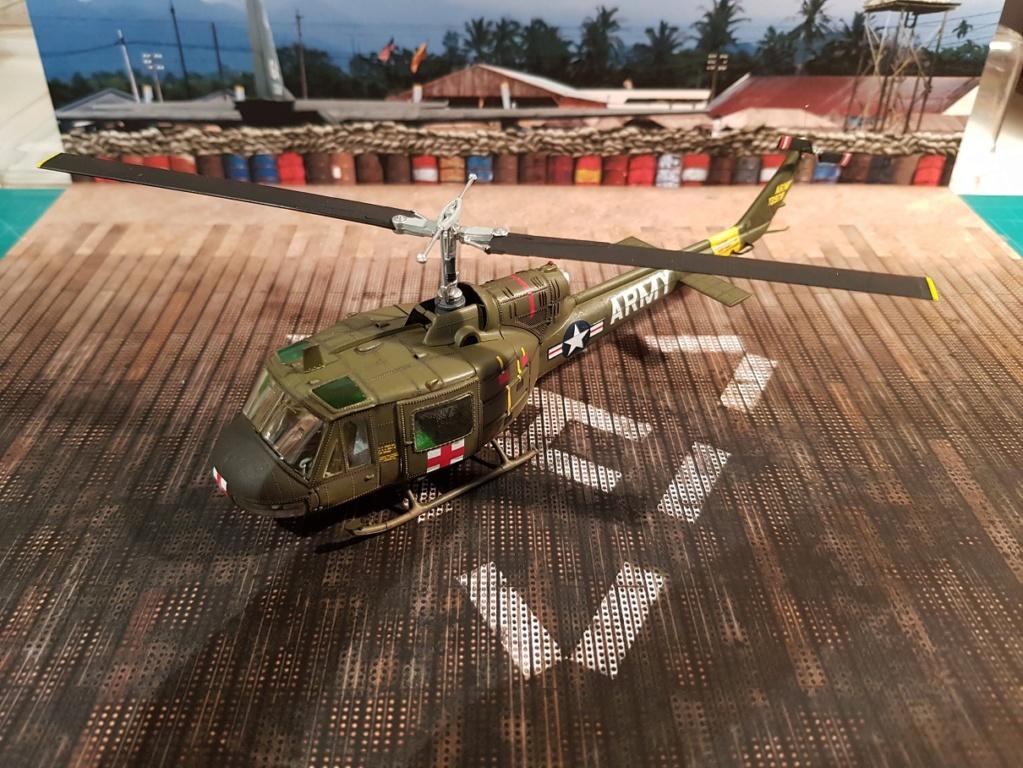Italeri UH-1 B & D Vietnam 1/72 311