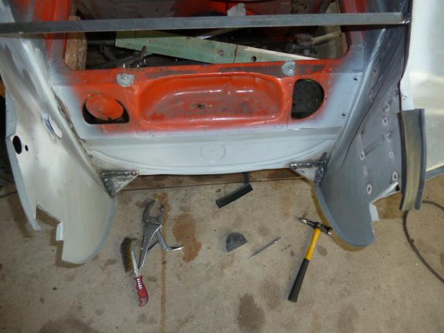 denis du bas rhin et sa Karmann Ghia de 73 sortie de grange - Page 2 P1060210