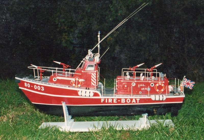 fire boat LE TYPHON au 1/15 Ty111