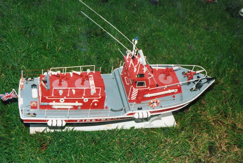 fire boat LE TYPHON au 1/15 Ty212